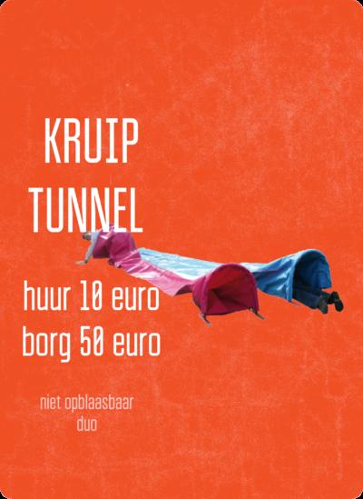 Niet op te blazen kruiptunnel in tweevoud, kost 10 euro aan huur en 50 euro aan borg